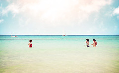 (Luis Hernandez - D2k6.es) Tags: light summer people sun luz beach water canon agua gente playa colores angular mallorca vacaciones 2010 calor 17mm gettyimagesspainq1