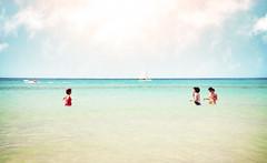 (Luis Hernandez - D2k6.es) Tags: light summer people sun luz beach water canon agua gente playa colores angular mallorca vacaciones 2010 calor 17mm gettyimagesspainq1