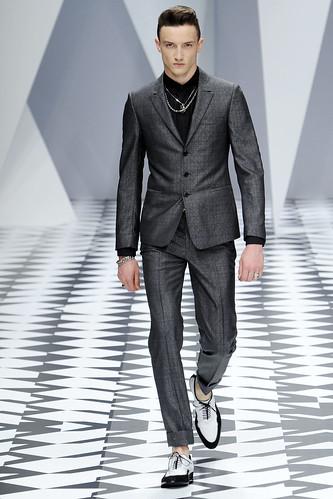SS11_Milan_Versace0023_Jacob Coupe(VOGUEcom)