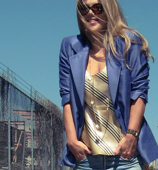 purple blazer+vintage levis+silk striped cami+clover  necklace+van cleef rip off