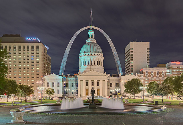 Night view of Old Courthouse and Gateway Arch from Kiener Plaza, in Saint Louis, Missouri, USA