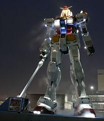 100707(1) - 手持「原尺寸」光劍的18公尺高RX-78-2鋼彈模型,在日本靜岡車站前正式亮相!