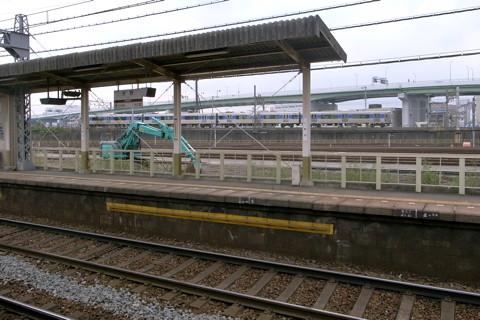近鉄米野駅の近くを走る「あおなみ線」の電車
