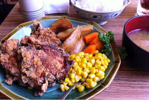 会社地下の美幌食堂でザンギ定食。鶏の唐揚げでした。ごちそうさまでした