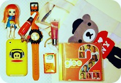 What's in my bag today? (Teka e Fabi) Tags: orange swatch doll pin candy cd laranja gloss bjd boneca nailpolish today whatsinmybag tictac bala glee hoje iphone relogio esmalte bearbag tenten oquetemnaminhabolsa tekaefabi bolsaurso