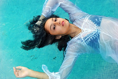 Underwater Nymph (VictorAndScience) Tags: water pool girl mexico sony floating 7 queretaro cycle alpha antm juriquilla a350 caridee