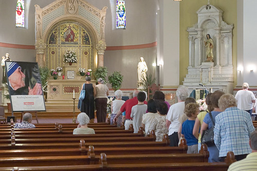 Saints Teresa and Bridget Roman Catholic Church, in Saint Louis, Missouri, USA - Relics of Blessed Teresa of Calcutta - Faithful waiting to venerate the relics