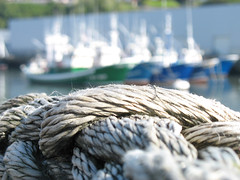 Playing with Rope and DOF - Port Bermeo, Spain (Batikart) Tags: ocean city travel blue light sea vacation urban sun house color colour macro reflection building gre