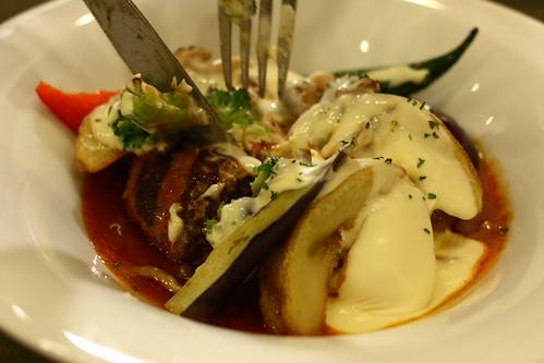 とろ〜りチーズの焼き野菜ハンバーグ