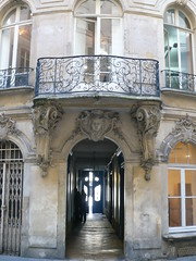 paris 226 rue st denis (canecrabe) Tags: paris htel saintvincentdepaul congrgation courdesmiracles lafeuillade fillesdelunionchrtienne saintchaumond