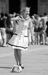 a busker most extraordinary (II) (qmusaget) Tags: blackandwhite bw paris france blancoynegro noiretblanc streetphotography candidportrait streetcandids noninteractive ef20028l eos7d nonparticipating spotaffocusing