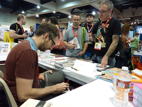 Johnny Ryan & fans at Fantagraphics, Comic-Con 2010