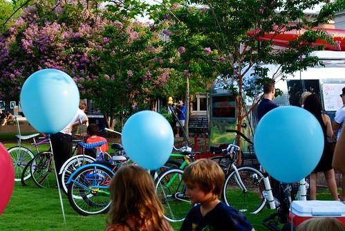 balloons + bikes