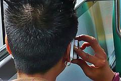8 - 1er août 2010 Créteil Dans le bus 104 (melina1965) Tags: leica bus hair lumix hands îledefrance hand phone main créteil august panasonic gesture mains phones hairs 2010 août gestures cheveux téléphone valdemarne gr8 geste téléphones maisonsalfort cheveu gestes fx10 photophiles àdeuxcestmieux afeasttotheeye