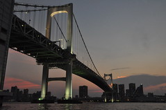 Sunset with Rainbow Bridge #6 -@- (mukarin) Tags: bridge sunset japan tokyo boat  odaiba crusing tokyobay rainbowbridge   hamamatsucho    18200mm d90   afsdxnikkor18200mmf3556gedvrii japanesehouseboat yakataboat
