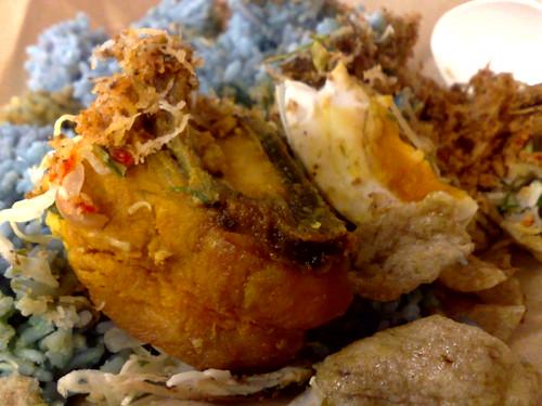 Hari ini hari Rabu, apa kata kita pekena Nasi Kerabu Biru