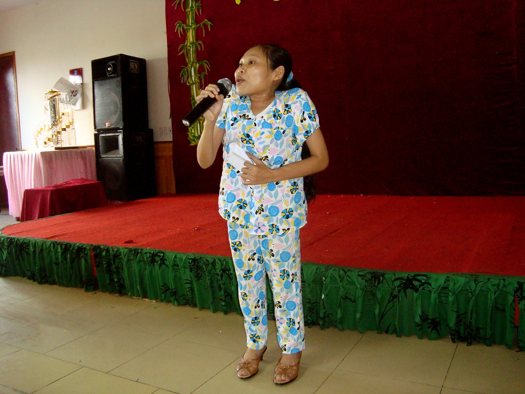 Singing is Hue's passion - Integration event in Dong Hoi