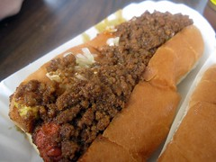 brandi's hot dogs - chili dog