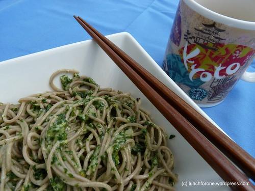 japanische Soba Nudeln mit Pesto