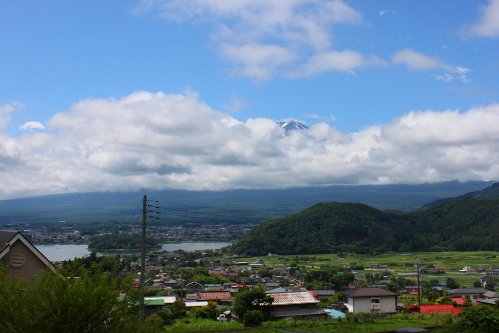 Driving around the lake shores of Mount Fuji (16)