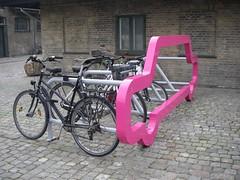 1 carro vs. 10 bicicletas