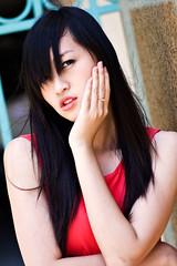 [フリー画像] 人物, 女性, アジア女性, ベトナム人, 頬杖をつく, 201101050900