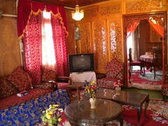 srinagar houseboat