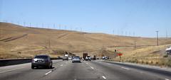 Green Amerika ? 1 (drloewe) Tags: auto sanfrancisco usa truck us traffic lorry interstate verkehr windturbine fahrzeug 2010 kalifornien lastwagen windrder windgenerator californien strase windkraftrder canoneos50d zugmaschiene