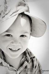 Quentin (Logan.59) Tags: portrait bw canon children nb logan enfant 450d
