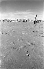 Cote d'Opale (Le Touquet) (Punkrocker*) Tags: nikon f90 plage nord plusx pasdecalais 2428
