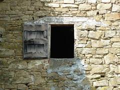 P1000143 (gzammarchi) Tags: italia natura finestra pietra paesaggio collina sandrea camminata itinerario casteldelriobo