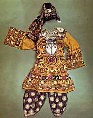 Traditional woman's costume from Turkmenistan and northern Afganistan (ali eminov) Tags: costumes folkcostumes nationalcostumes womanscostumes dresses embroidery textiles fabricart silk turkmenistan afganistan