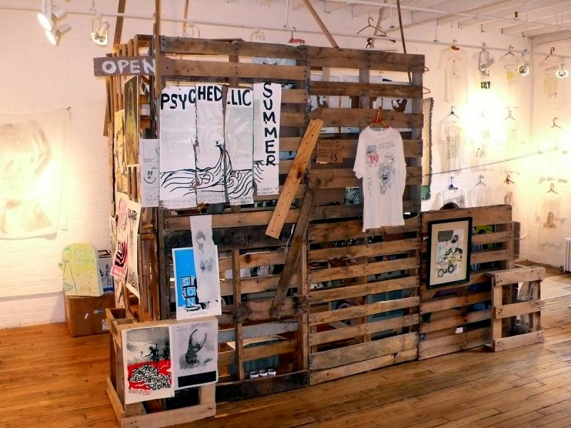 DIY recycled pallet fair sales stand display 1