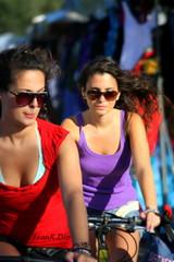 ... competizione femminile (FranK.Dip) Tags: girls woman girl donna mare donne spiaggia bellezza ragazza sabbia brindisi bicicletta passeggiata biciclette ragazze bellezze spettacolare passeggiare beautilful pedalare bookfotografico bookfotografici frankdip lagentecheincontro dipcitta
