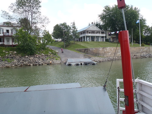 Crossing the Richelieu River by cable ferry