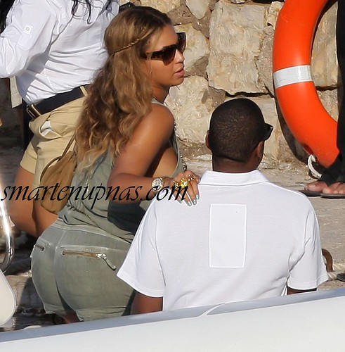 beyonce nip slip on a yacht