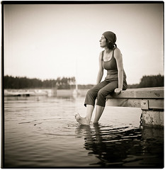 sitting on the dock of the bay (byfer / Fernando Ocaa) Tags: bw 120 6x6 film rollei rolleiflex mediumformat square kodak poland pelicula polonia planar gosia px125 80mm analogico 28f medioformato zawady k7f2 2470308