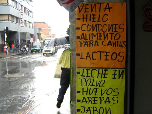 PUBLICITA ARTÍCULOS DISÍMILES EN EL MISMO AFICHE