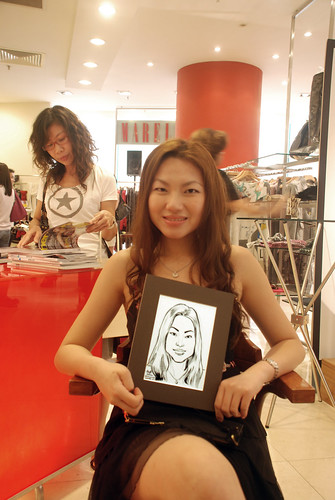 Portrait live sketching for Marella boutique - 8