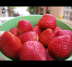 (3    d ) Tags: red macro closeup canon strawberry farawla    3houd ohoud