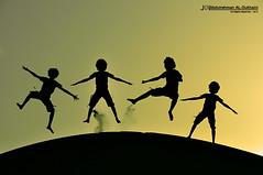 Fun Siuliet ^.^   Explore   (Abdulrahman AL-Dukhaini    عبدالرحمن) Tags: nikon 200 18 2010 تصوير d90 عبدالرحمن abdulrahman نيكون lens18200mm سيوليت الدخيني aldukhaini