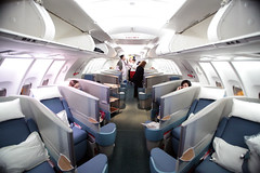 The New Cathay Pacific Business Class (Ch.H) Tags: light summer canon eos airport view floor pacific mark flight cockpit august cx deck upper crew ii 5d boeing effect rare attendant cathay hkg 747 firs 2010 467 vhhh tofficer