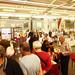 Le public parcourt les allées du Salon du Livre