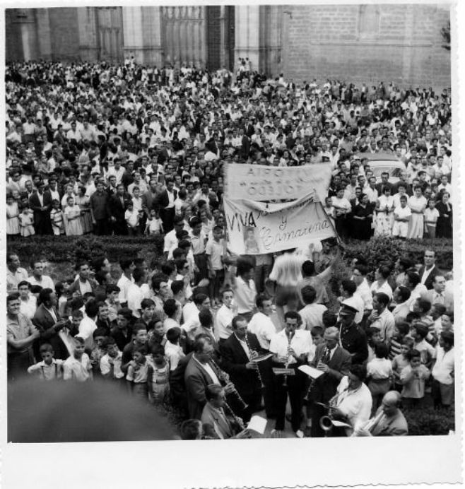 Celebración en la Plaza del Ayuntamiento del Tour ganado por Bahamontes en agosto de 1959