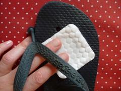 Havaianas customizadas (super_ziper) Tags: cores diy handmade craft flipflop fabric havaianas express tutorial pap sandália chinelo tecido xadrez estampas adesivo facil flok 25demarço ladeiraportogeral colante palmilha superziper xadrezinho