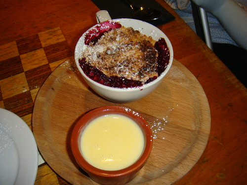 Crumble de fresas con natillas