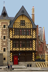 Messenger Of Time (TablinumCarlson) Tags: amiens cathedral france frankreich picary leica dlux fachwerk fachwerkhaus timber timberframed halftimbered haus house pikardie europa europe architektur