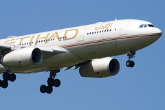 A6-EYL - 809 - Etihad Airways - Airbus A330-243 - 100617 - Heathrow - Steven Gray - IMG_4677