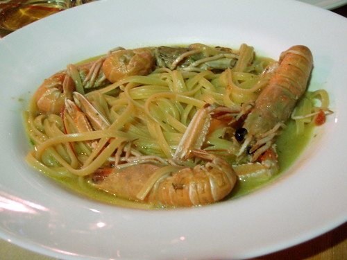 Pasta (bavette) with scampi