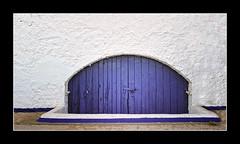 Mitja porta (MiquelSC) Tags: door blue puerta porta blau sitges garraf miquel poblacions